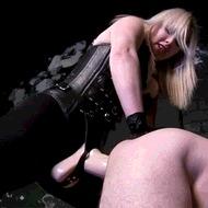 Засадила страпон - порно гифки
