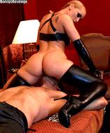 Девка сидит на лице - порно гифки