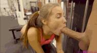 Сосет большой хуй - порно гифки
