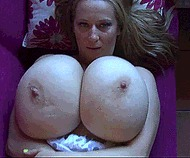 Женщина с большой грудью - порно гифки